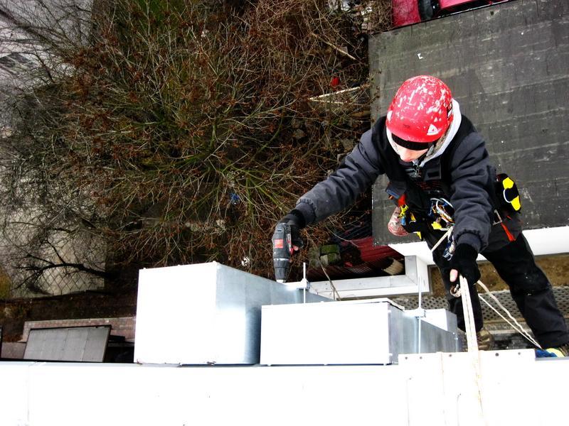 Prace montażowe na wysokości - usługi alpinistyczne